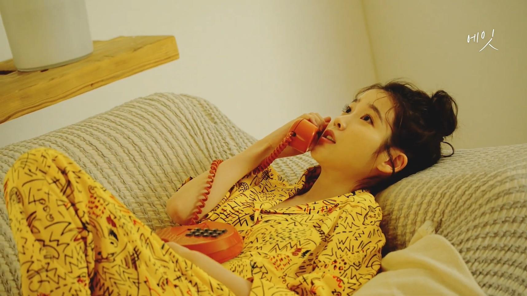 아이유(IU)  [BEHIND] '에잇(Prod.&Feat. SUGA of BTS)' M V Behind Film.mp4_20200507_171750.184.jpg
