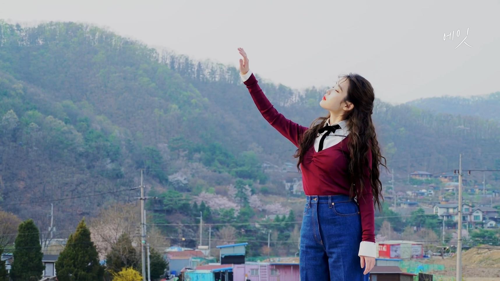 아이유(IU)  [BEHIND] '에잇(Prod.&Feat. SUGA of BTS)' M V Behind Film.mp4_20200507_171720.682.jpg