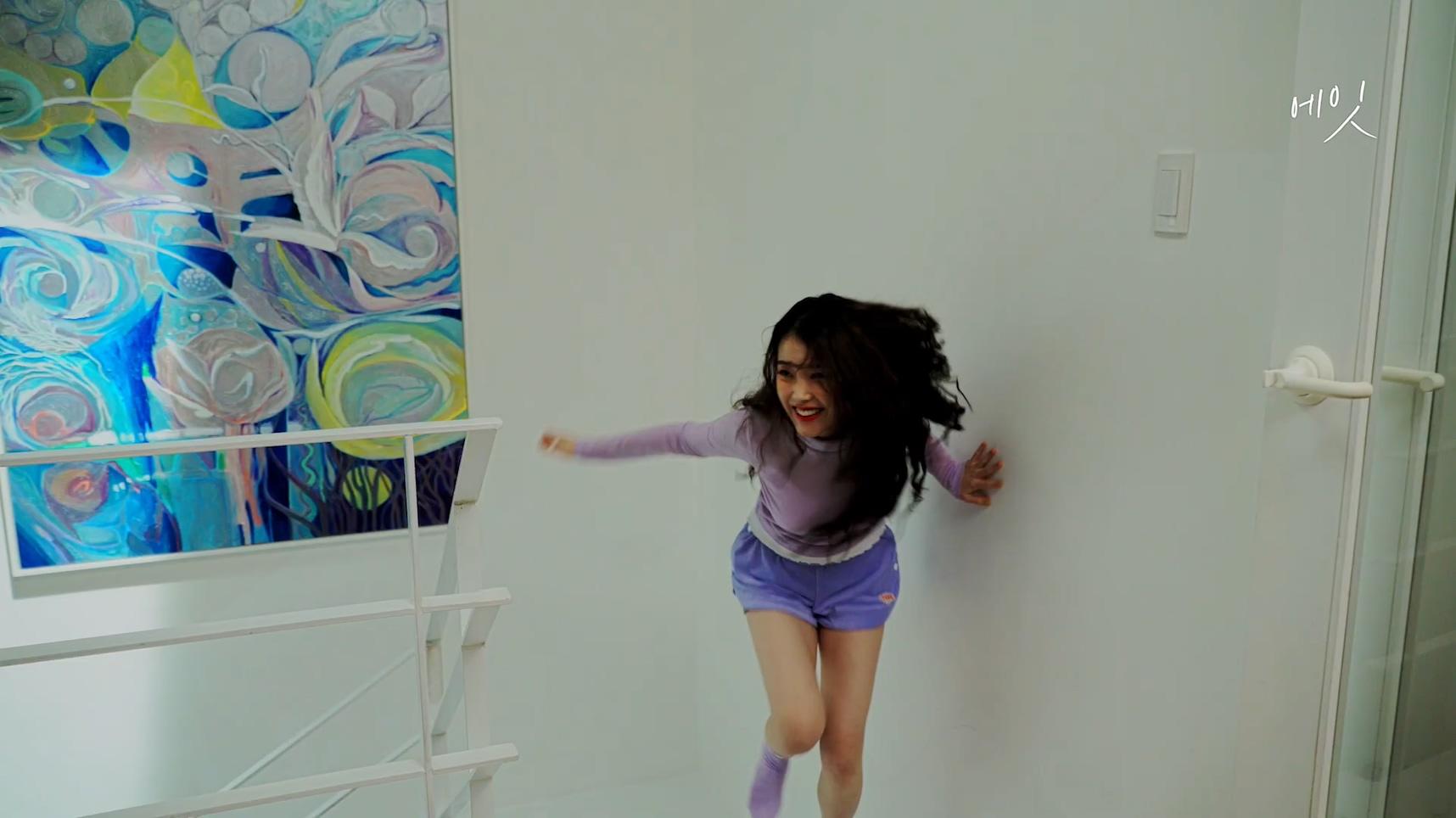 아이유(IU)  [BEHIND] '에잇(Prod.&Feat. SUGA of BTS)' M V Behind Film.mp4_20200507_171644.598.jpg
