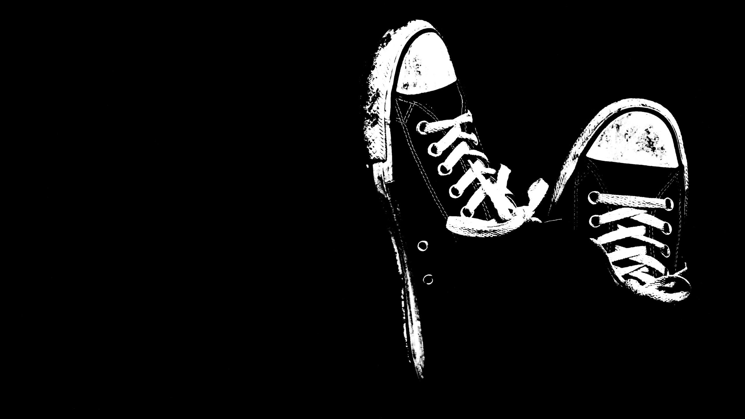 sneakers black and white-wallpaper-2560x1440.jpg