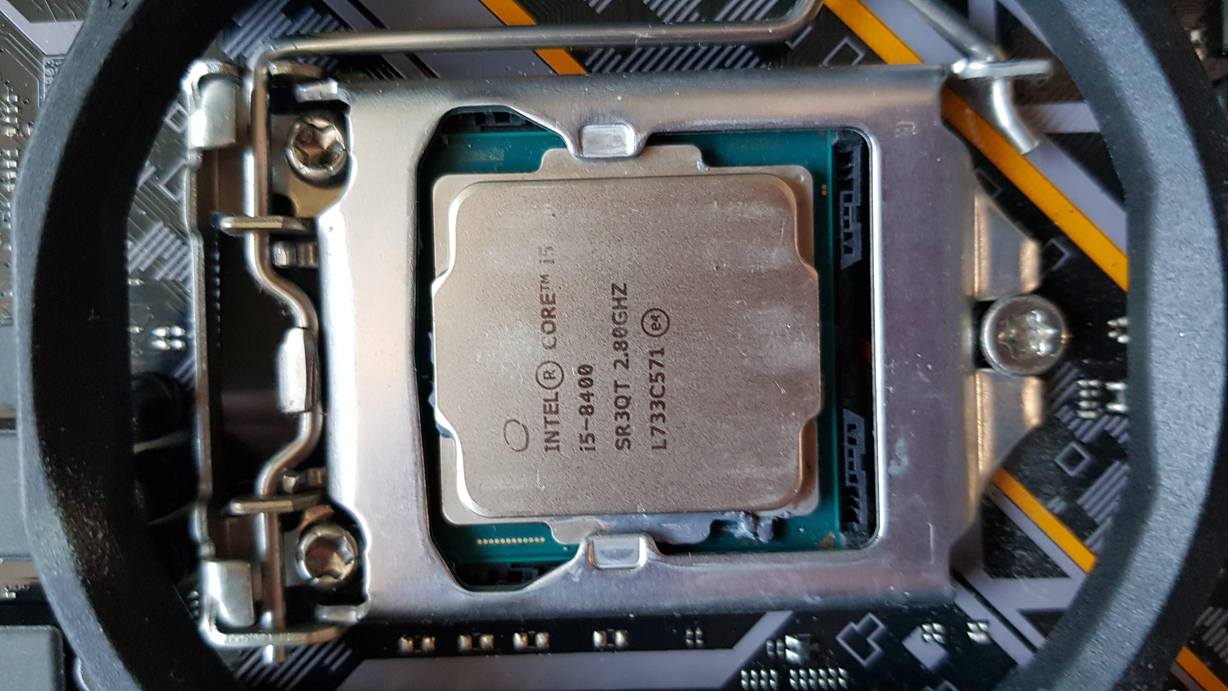 CPU 인텔 코어i5-8세대 8400 1.jpg