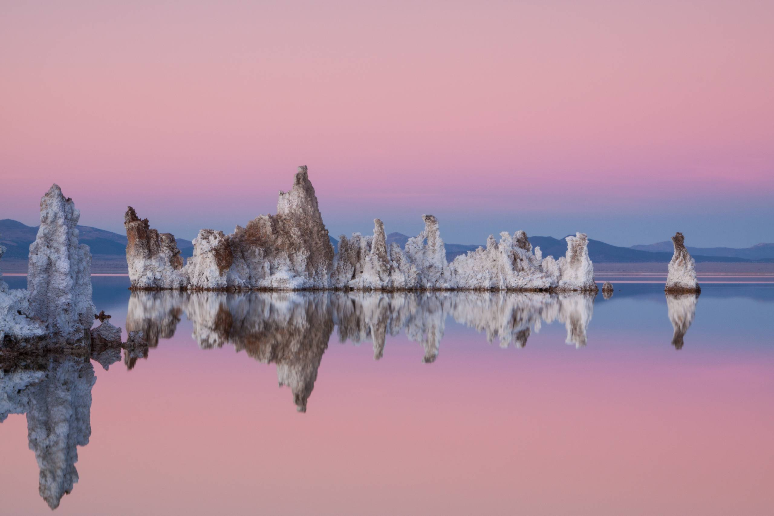 Mono_Lake_by_Angela_Henderson.jpg