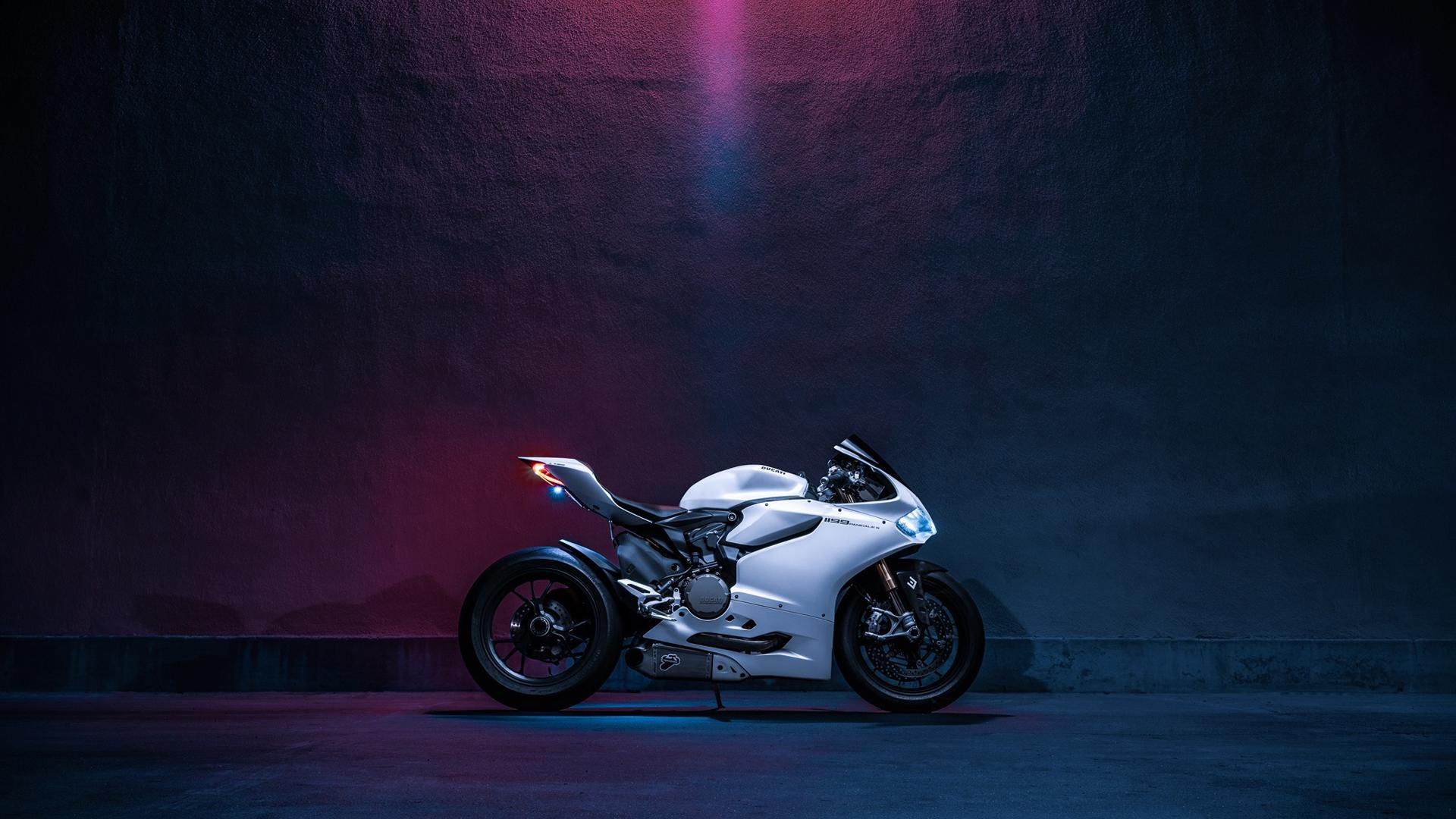 ducati-moto-wallpapers-64979-2572854.jpg
